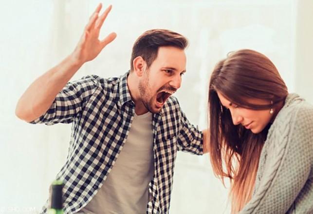 463d286db778e عندما تجدين زوجك في حالة من الهدوء، انتهزي الفرصة في الحديث معه حول الأمر،  أن ردود فعله الغاضبة والصراخ من أكثر الأمور التي تثير غضبك، ولا تؤدي إلى  نتيجة ...