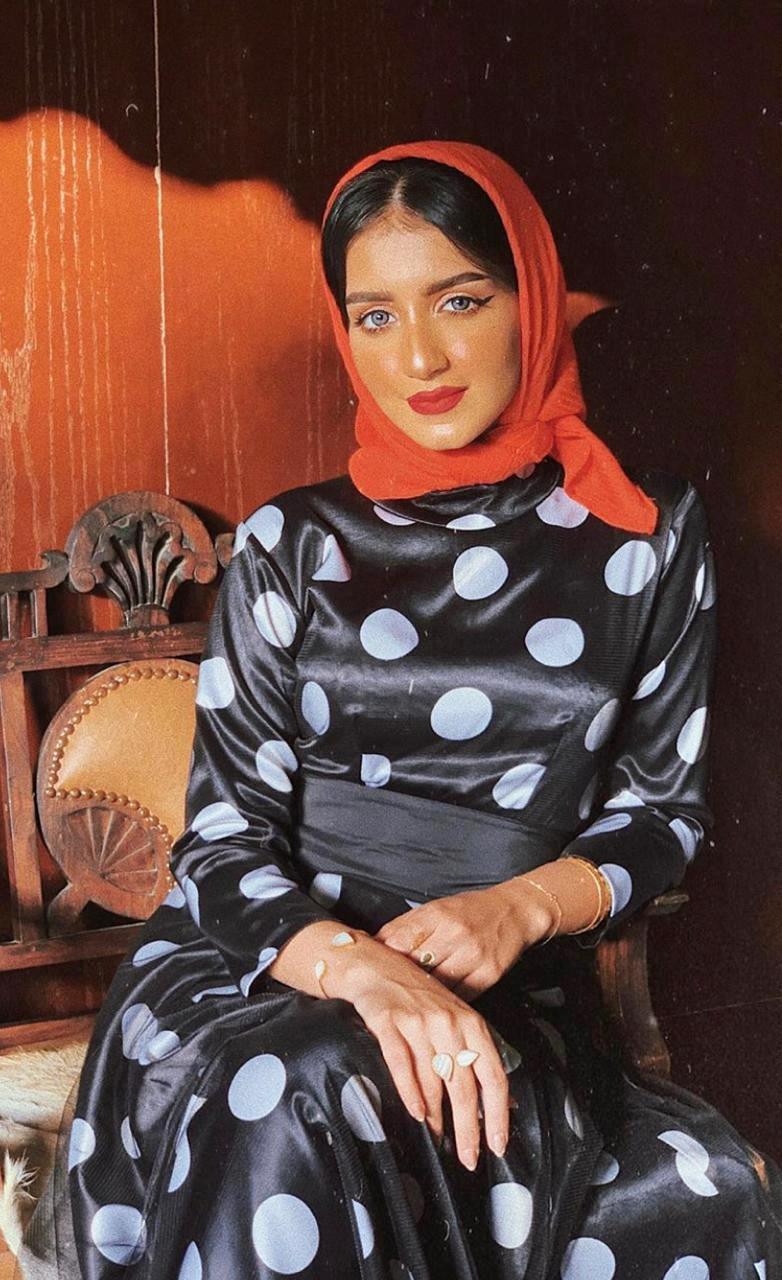 أزياء محتشمة للمحجبات ومنوعة على طريقة الإعلامية خولة المراغي