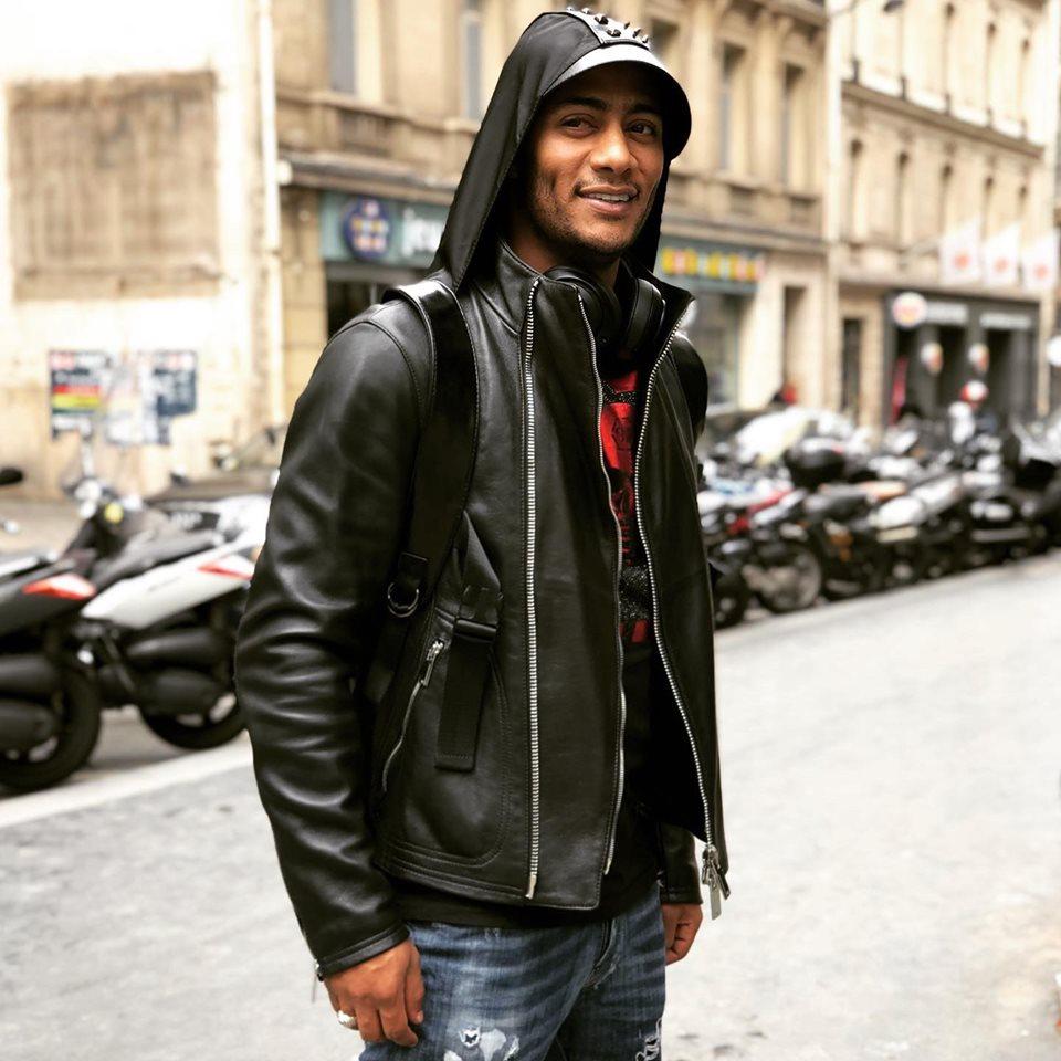 أثناء زيارته العاصمة الفرنسية باريس