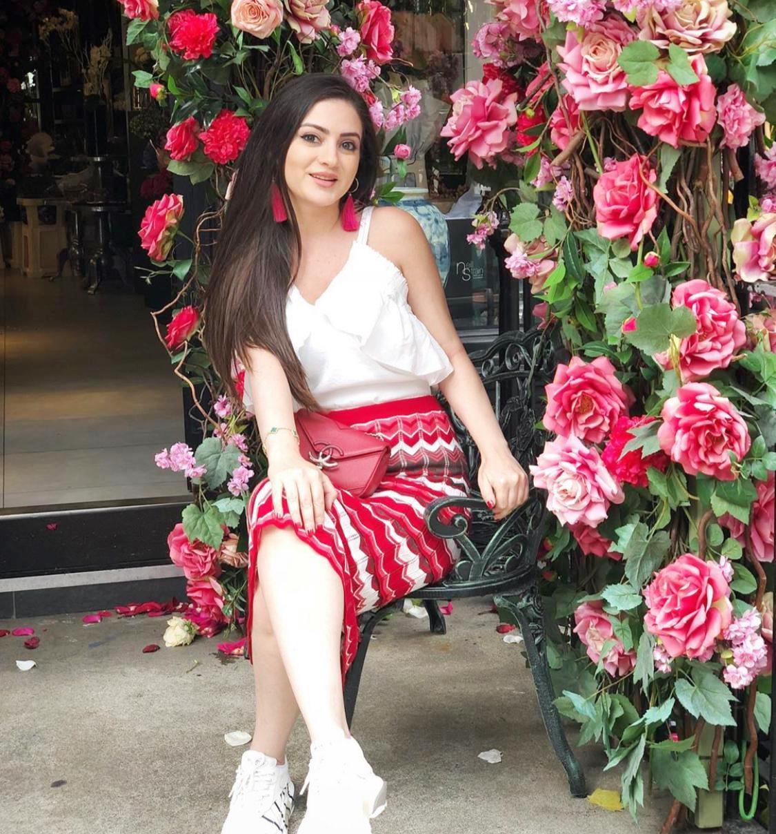 أزياء شبابية وتنسيقات أنيقة من وحي دانية الشافعي