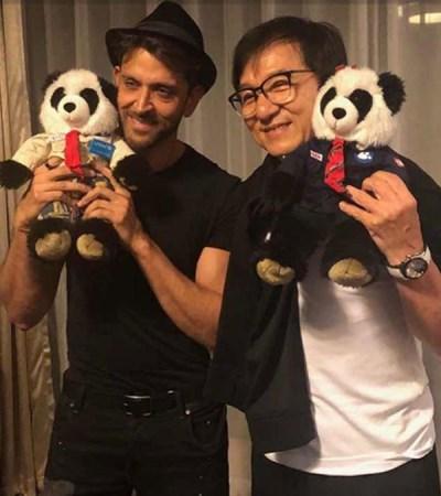 هيرثيك روشان وجاكي شان يحملان لعبة الباندا