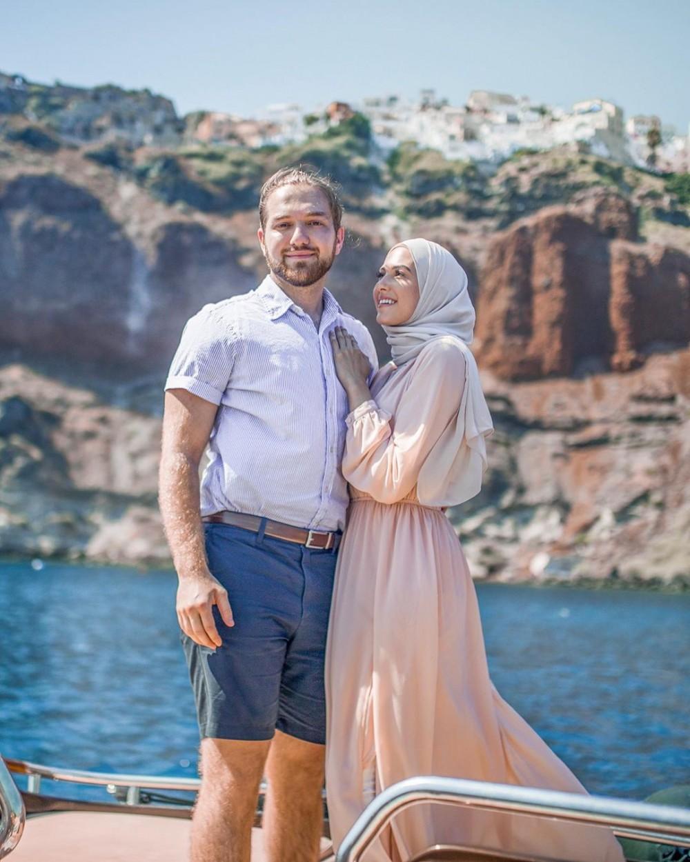أزياء ناعمة للمحجبات لسفريات ذكرى الزواج