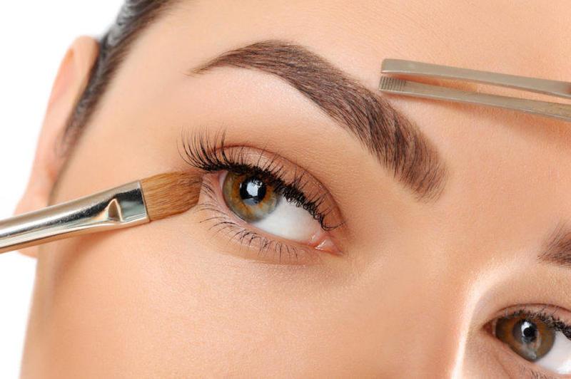 البرايمر يعمل على تثبيت المكياج لفترات طويله على الوجه