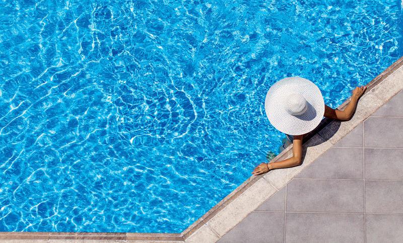 يمكن وضع قبعة لحماية الشعر من اشعة الشمس