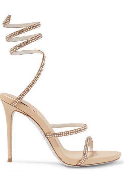 c1bbbca994303 إذا كنتِ ترغبين في أن تضيفي بعض الطول لمظهرِك، كما أنّ لون الحذاء ستُبرزين  شكله مع الفساتين القصيرة مثلًا، فلِمَ لا تختارين هذا الحذاء العصري من René  ...