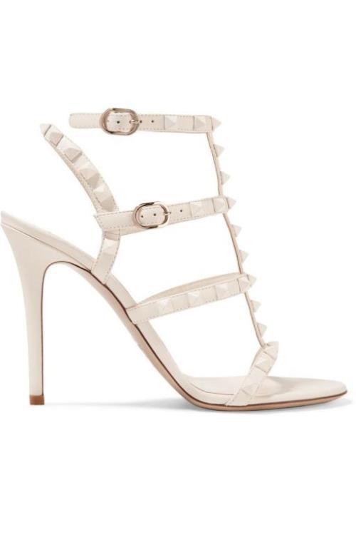 6b6b8214883e0 الكعب السميك أصبح رائجًا بقوة وميهمنًا بعالم الموضة الخاص بأحذية العروس،  كهذا الحذاء من Gucci غوتشي لاطلالة بسيطة ومريحة أيضًا، اختاريها إن كانت  الراحة هي ...