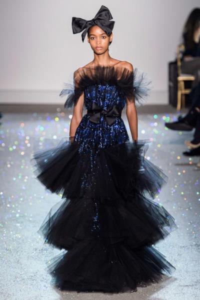 فستان من تصميم giambattista valli