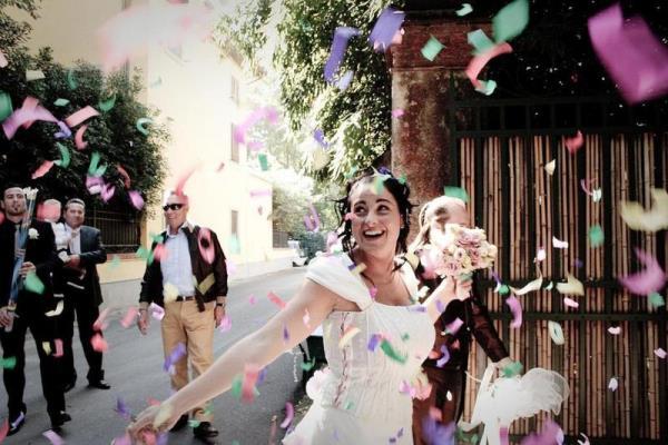 تصرف العروس مع ضيوفها