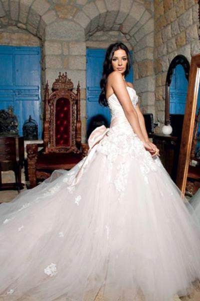 اختارت نادين نسيب نجيم فستان زفاف من تصميم زهير مراد