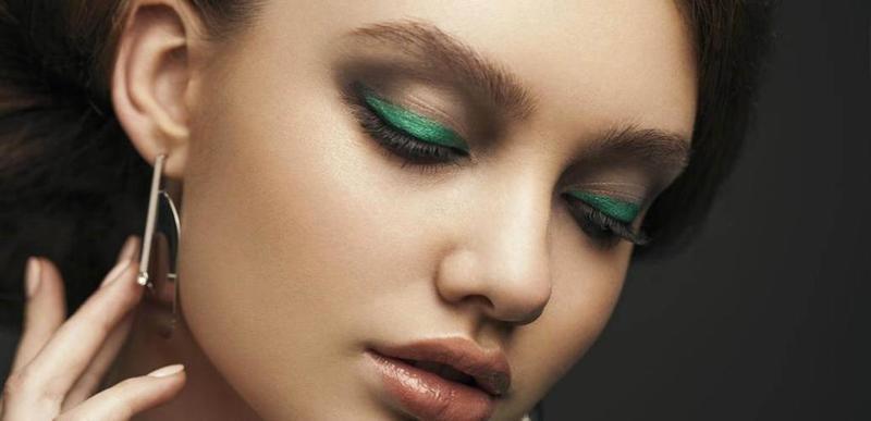مكياج عيون أخضر ناعم
