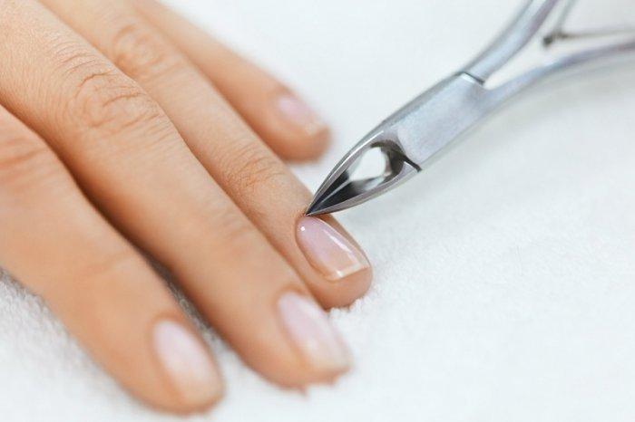 الجلد الجاف حول الأظافر