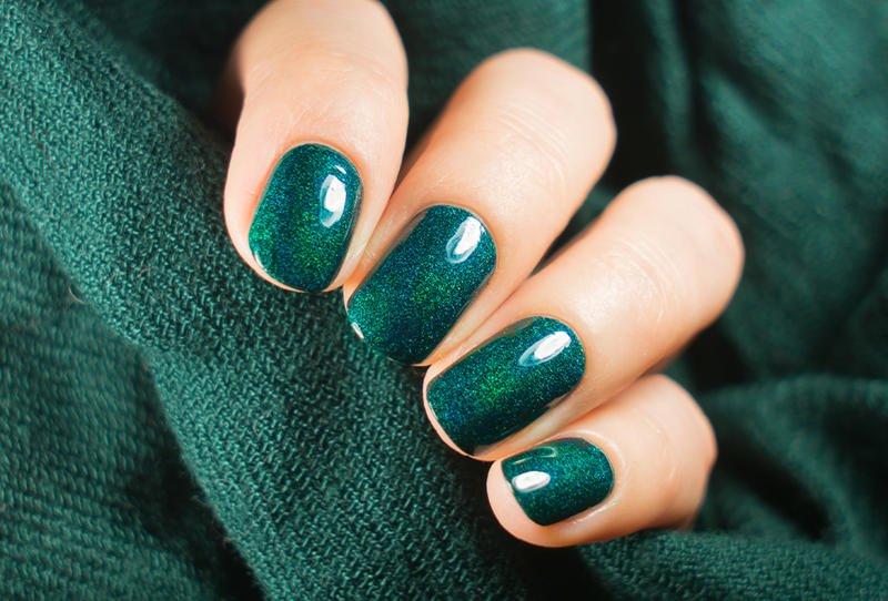 مانيكير باللون الأخضر