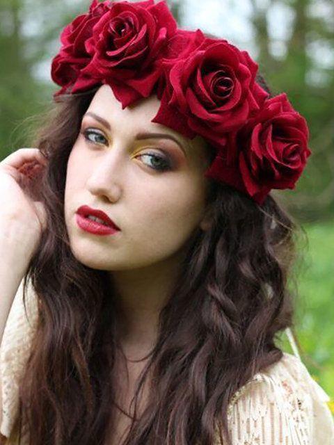 طوق الورود كبير الحجم باللون الأحمر