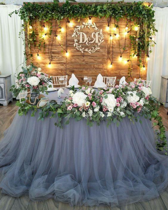 طاولة عروس مزينة بالدانتيل