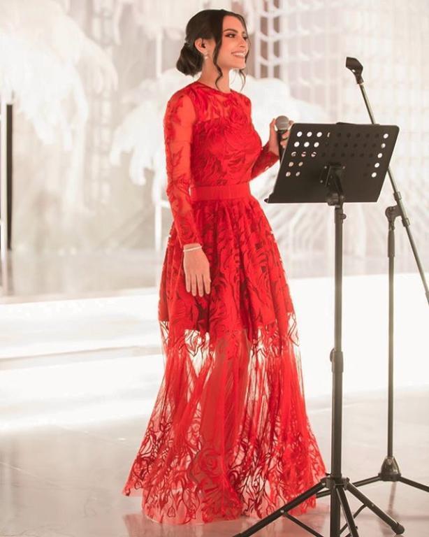 فستان أحمر أنيق من كارمن
