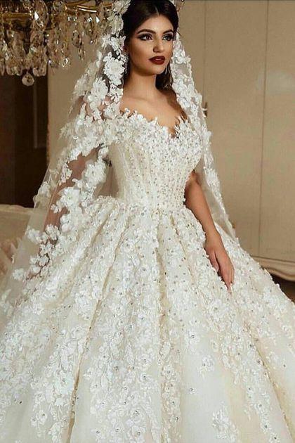 فستان منفوش من الورود والخرز البراق