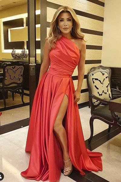 فستان خطوبتك بوحي من الفنانة نوال الزغبي