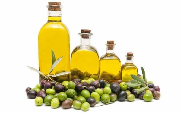 وصفة زيت السمسم وزيت الزيتون لتفتيح المناطق الحساسة