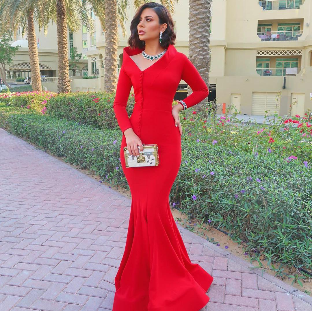 ديما الأسدي بفستان أحمر Mermaid