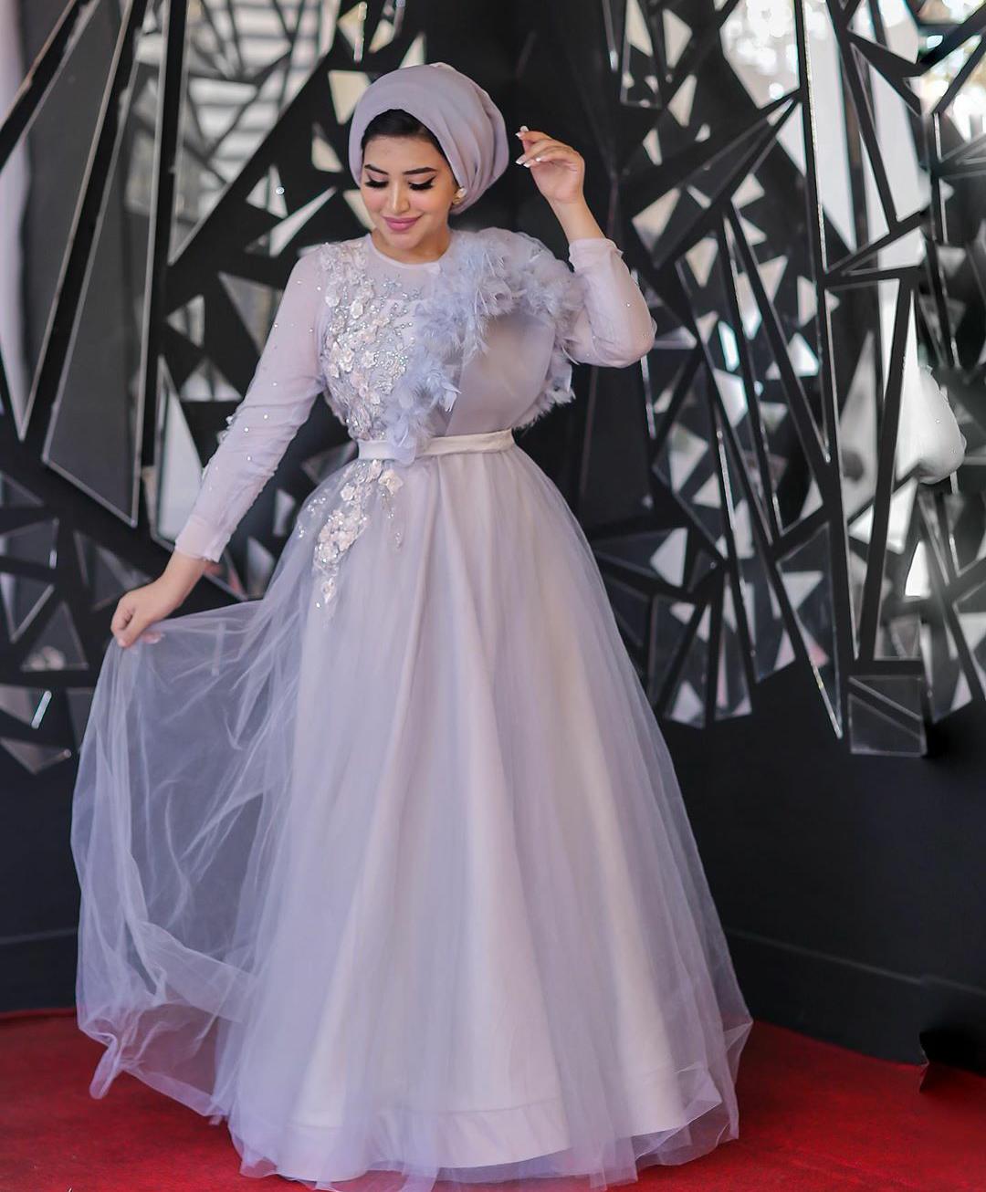 فستان سهرة منفوش مطرز للمحجبات