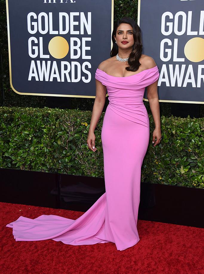 بريانكا تألقت بفستانها الزهري