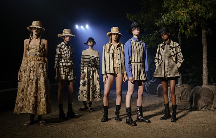 عرض Dior للألبسة الجاهزة