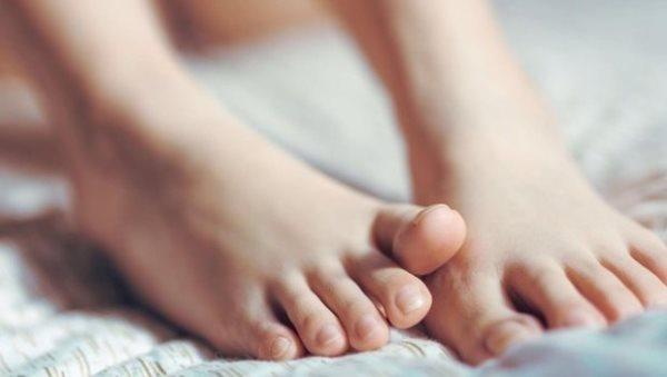 أسباب زيادة سُمك أظافر القدمين