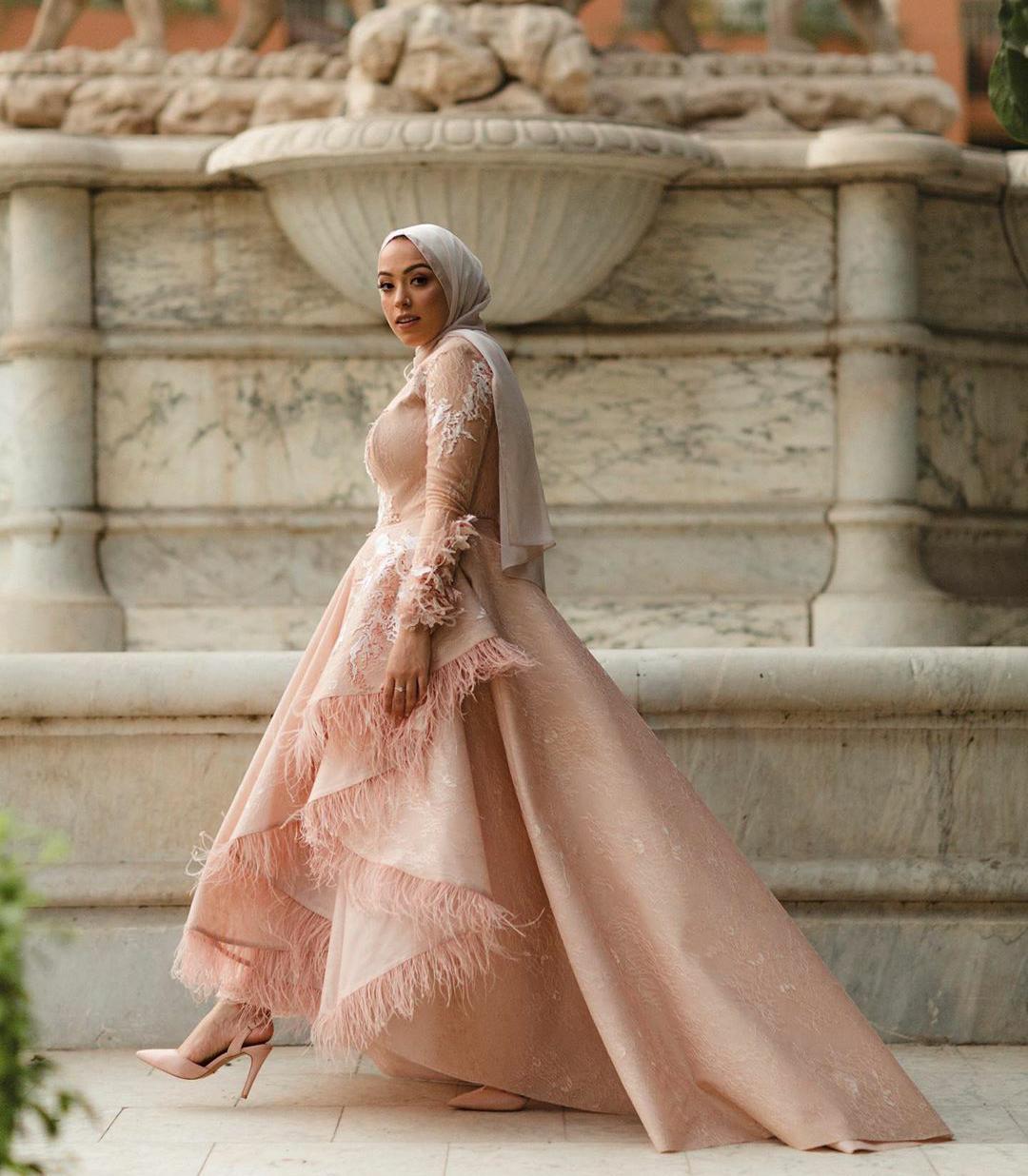 المؤثرة المصرية سارة صبري بفستان منفوش