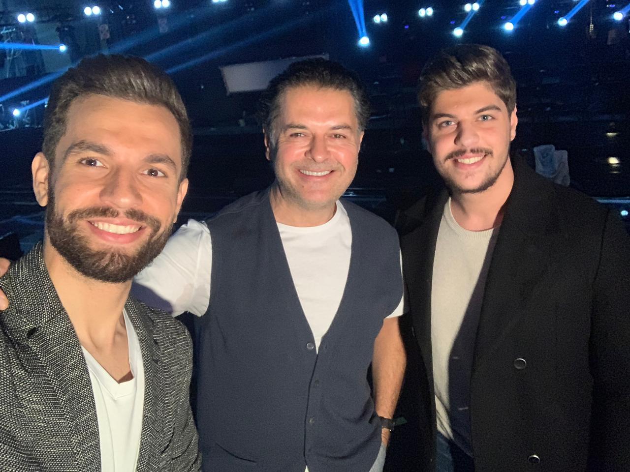 مهدي عياشي مع مدربه راغب علامة والمشترك اللبناني ميشال شلهوب