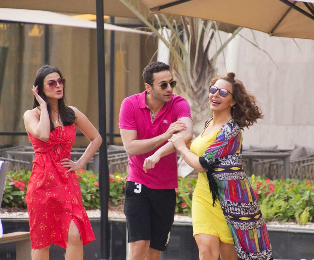 رانيا منصور مع حمادة هلال وسوزان نجم الدين في مسلسل «ابن أصول»
