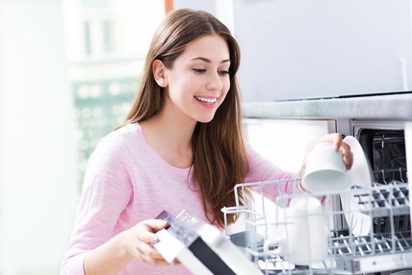 تنظيف غسّالة الأطباق