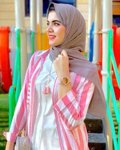 لفة حجاب تقليدية مع جعل الطرف الطويل إلى الخلف