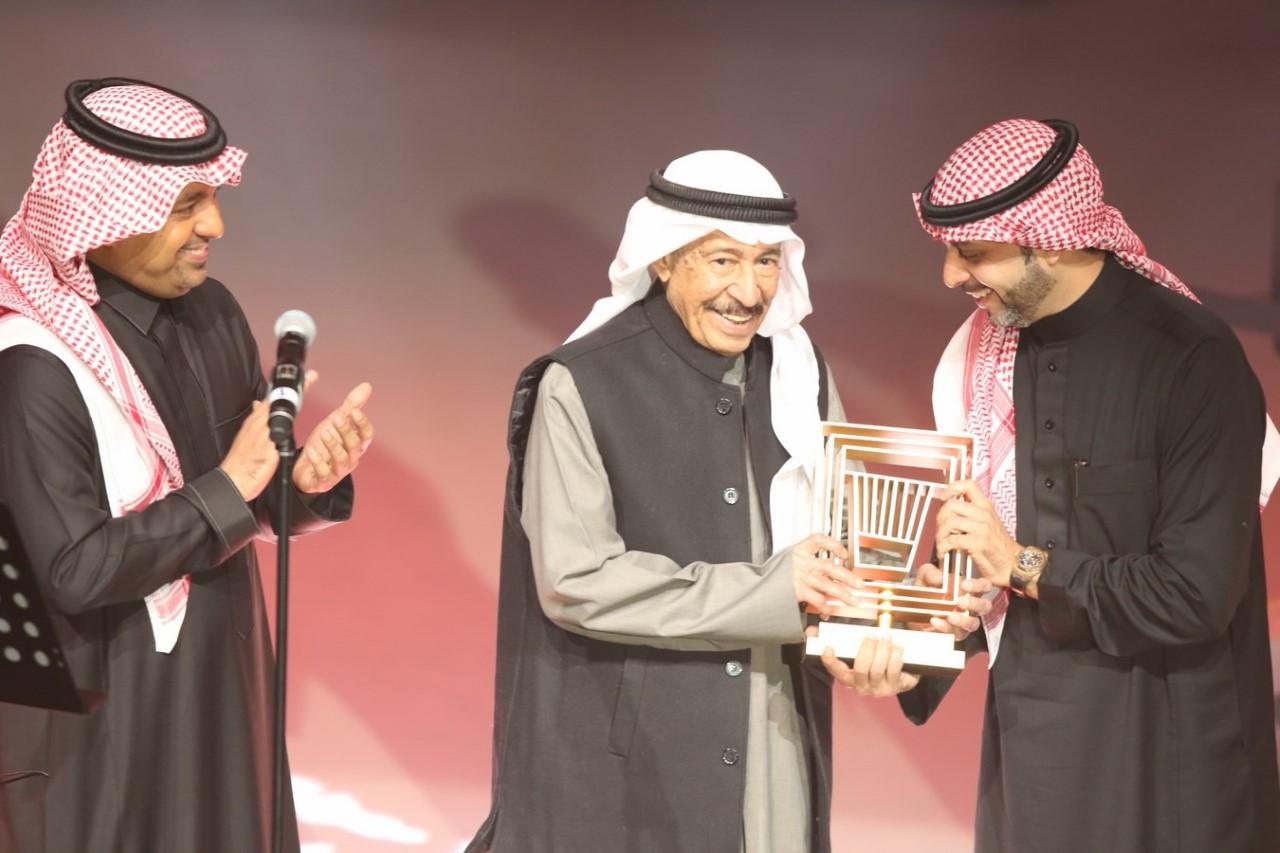 thumbnail_من تكريم عبد الكريم عبد القادر في ختام مهرجان طنطورة
