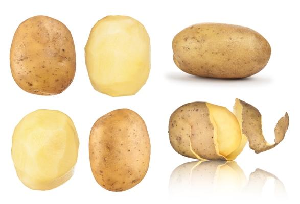 حبّات من البطاطا المقشّرة