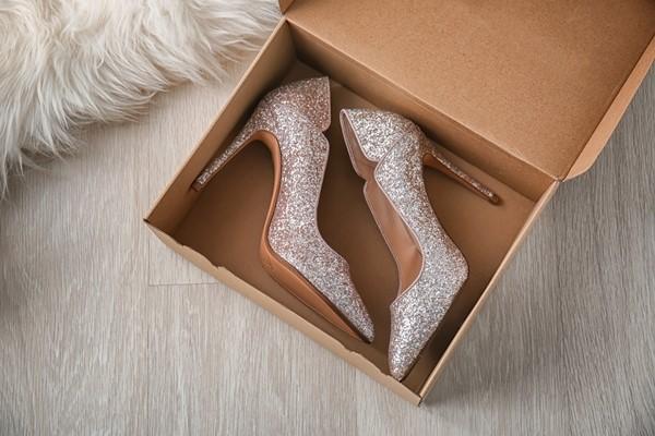 حفظ الحذاء في علبة