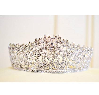 البحث عن تاج العروس الذي يزيدك فخامة أمر ترغب به الكثير من الصبايا