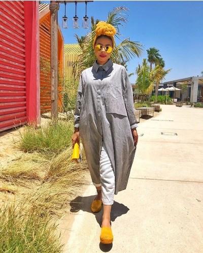 منة السوني بحجاب التوربان الأصفر