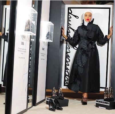 مرمر محمد بفستان أسود مكشكش