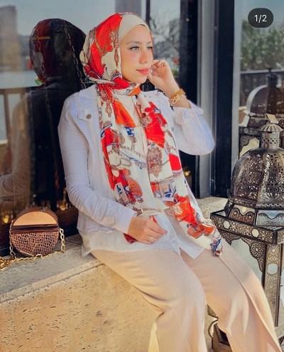 رهف الشامي بحجاب مطبع بالورود