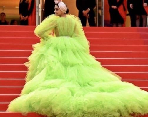 ديبيكا بادوكون ظهرت بفستان من الكشكش