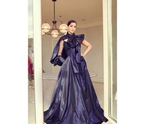 فستان سونام كابور من تصميم ايلي صعب