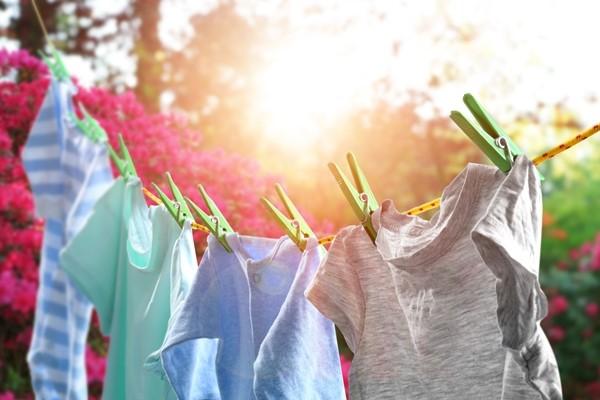 وضع الملابس تحت الشمس