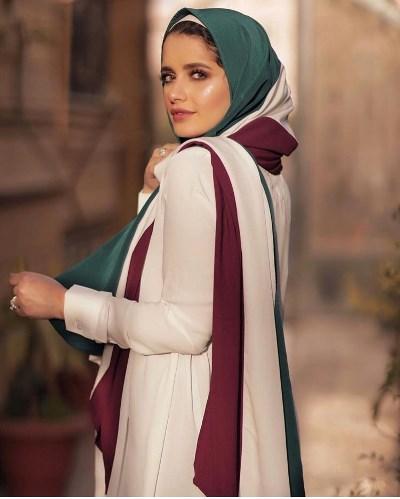 إيما رشاد بالحجاب المخطط بالألوان