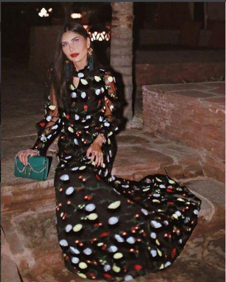 الفساتين الصيفية ذات الألوان المبهجة