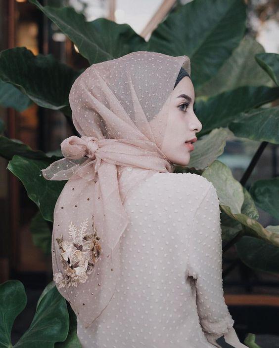 حجاب بعقدة بسيطة من الخلف