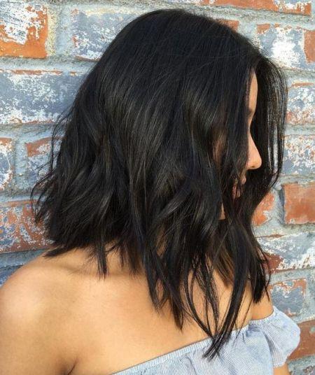 الشعر القصير مع تلامس الأكتاف