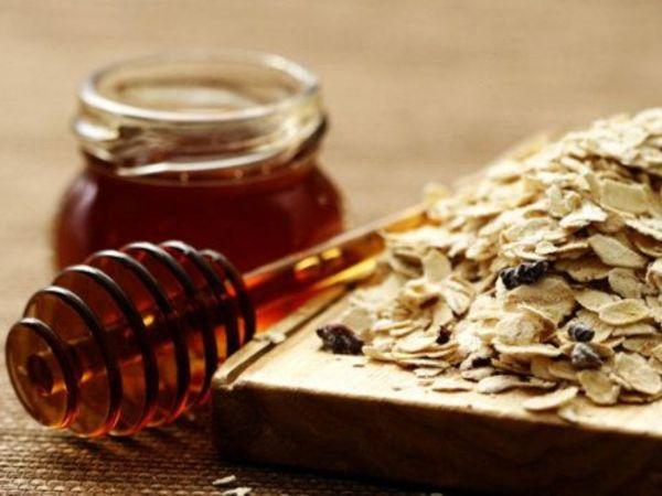 ماسك الشوفان والموز واللبن والعسل