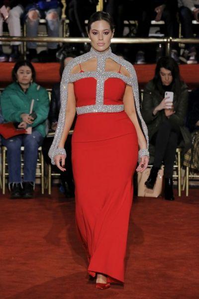 الفستان الأحمر