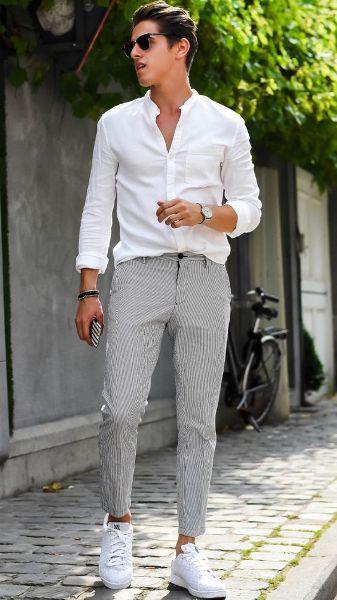 الحذاء الرياضي باللون الأبيض