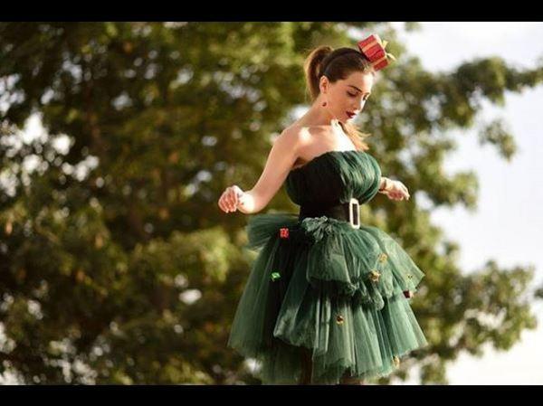 فستان من التول المنفوش باللون الأخضر